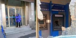 Choáng với cụ ông 88 tuổi nổi điên cầm búa đập nát cây ATM