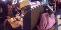 Hết hồn với những hành khách tự nhiên còn hơn ở nhà trên nhiều tuyến xe buýt tại Trung Quốc