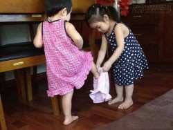 Con 2 tuổi chưa cho mặc đồ lót, bố mẹ cần phải xem xét lại vì...