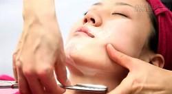 Chiêu cạo lông mặt để làm da mặt trắng mịn của phụ nữ Nhật