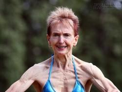Ngưỡng mộ cụ bà 73 tuổi chăm tập thể hình để chống lão hóa