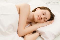 9 mẹo này sẽ giúp ngủ ngon trong những ngày trời nóng bức