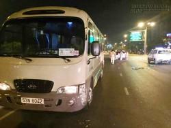 Chạy ngược chiều gây tai nạn, tài xế bị dân vây đánh