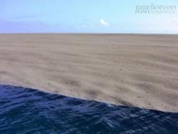 Tình cờ nhìn thấy dải cát giữa biển, thuỷ thủ đoàn may mắn chứng kiến hiện tượng hy hữu