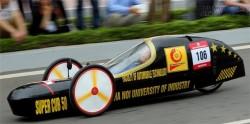 Không thể ngờ chiếc xe tự chế này chạy 3000km ngốn chỉ 1 lít xăng