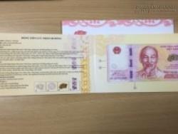 Tiền lưu niệm 100 đồng thành quà khuyến mại