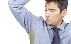 Vết bẩn cứng đầu trên quần áo không còn là vấn đề với những mẹo sau