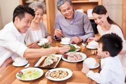 Sai lầm khi ăn tối đang giết dần sức khỏe cả nhà