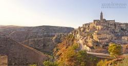 Kỳ lạ thành phố sống ở hang đá 9.000 năm, không điện nước