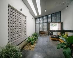 Ngôi nhà của cặp vợ chồng trẻ ở Kon Tum gây xôn xao vì quá đẹp, độc và lạ