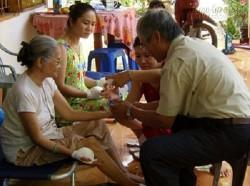 Bài thuốc lạ chữa khỏi hoàn toàn liệt do tai biến của thầy giáo về hưu ở Tiền giang