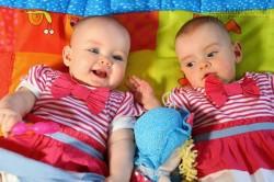 Những cặp sinh đôi kỳ lạ nhất thế giới
