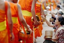 Muốn giải thoát sự nghèo khổ hãy học 4 nguyên tắc Phật dạy