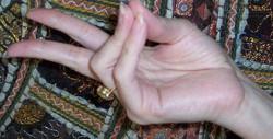 Đặt ngón tay ở các tư thế này và bạn sẽ không tin vào những gì xảy ra sau đó đâu