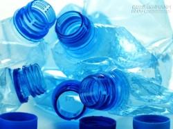 Cách làm sạch chai nhựa đựng nước đơn giản đến bất ngờ