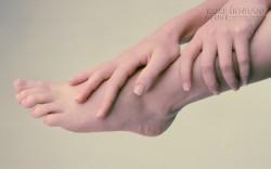 Chân tay mùa hè cũng lạnh ngắt cảnh báo bệnh gì?