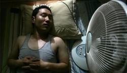 Mùa hè, đi ngủ bật quạt chĩa thẳng vào người dễ gây…tử vong?