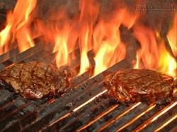 Sai lầm hết sức phổ biến khi nướng thịt đang hại cả nhà