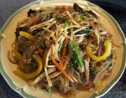 Học lỏm cách làm miến trộn Hàn Quốc ngon không thua kém nhà hàng, ăn vào chỉ có ghiền!