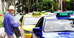 Ông già mù bắt taxi, lúc xuống xe đồng hồ báo 450 nghìn, lái xe liền hành động thật khó hiểu