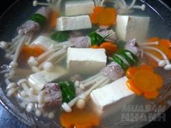Công thức nấu canh thịt bò cuộn nấm kim châm thơm ngon bổ dưỡng cho ngày hè