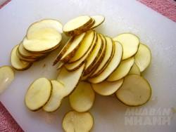Cắt 1 lát khoai tây rồi chà vào nách trong 5 phút, chị em giật mình khi thấy kết quả