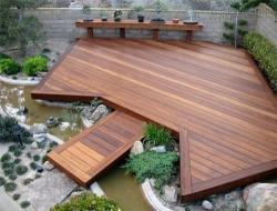 Sàn gỗ ngoài trời thay thế đá lát nền trong ngoại thất sân vườn