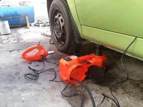 Bộ dụng cụ thay lốp xe ô tô đa năng, 77274, Đồ Dùng Tiện Ích, Đồ Chơi Hàng Độc Lạ, Blog MuaBanNhanh, 28/12/2017 11:46:25