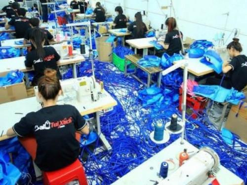 Đội ngũ thợ may trẻ, năng suất lao động cao tại phân xưởng của Công ty Ba Lô Túi Xách