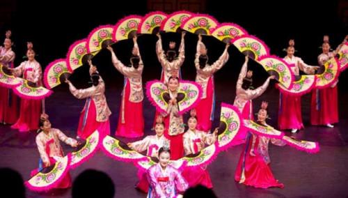 Thuê trang phục truyền thống, biễu diễn, trang phục múa giá rẻ ở đâu TPHCM?, 87787, Tám Mấm Cơm, Blog MuaBanNhanh, 27/11/2018 11:25:47