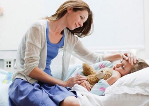 Cách hạ sốt nhanh cho bé mà không cần dùng thuốc