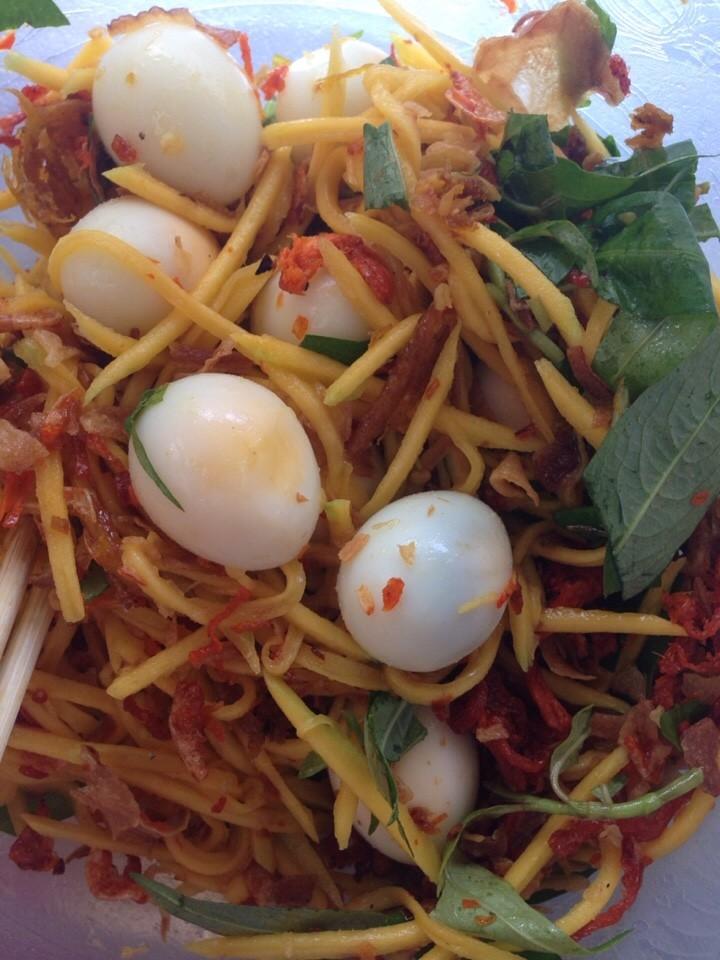 Trào lưu ăn vặt trứng cút lắc gây sốt giới sành ăn Bình Thạnh