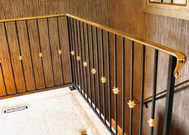 10 mẫu cầu thang tay vịn bằng đồng đẹp