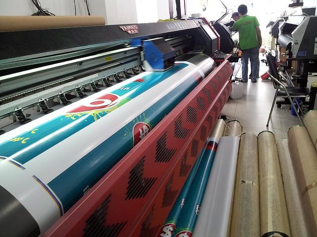 Máy in trên chất liệu hiflex khổ 3m2 - máy in kỹ thuật số