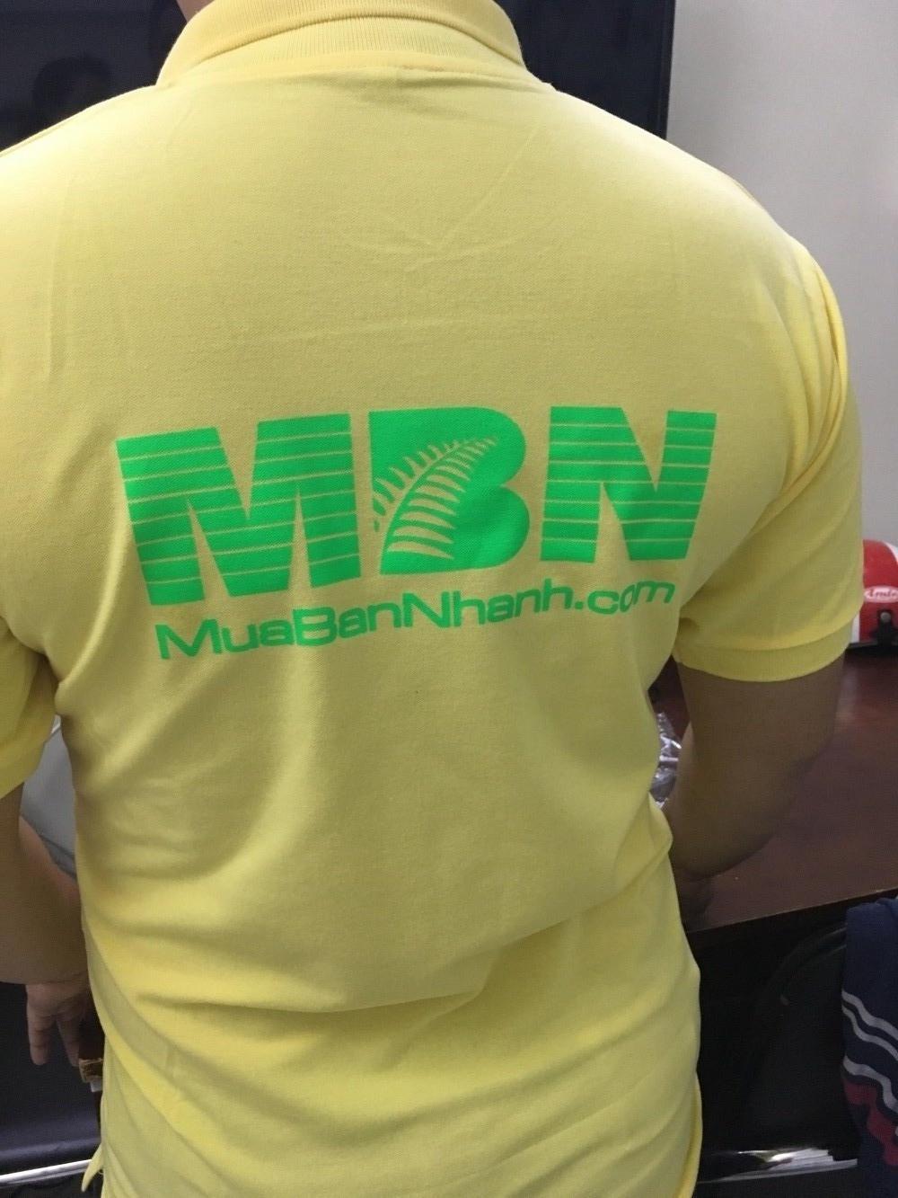 In decal trên áo thun - logo mặt sau áo thun đồng phục công ty