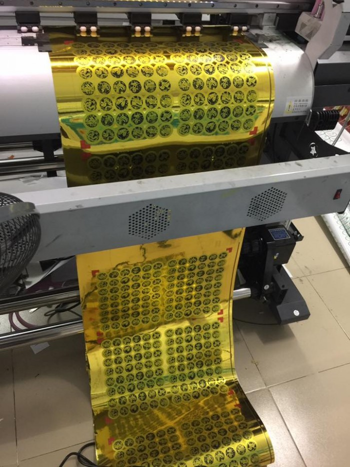 Máy in UV khổ lớn - máy in decal UV hiện đại tại In Kỹ Thuật Số