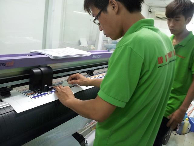 In decal ở TPHCM tại In Kỹ Thuật Số - trọn gói dịch vụ thiết kế, in ấn, gia công cắt bế, giao hàng tận nơi