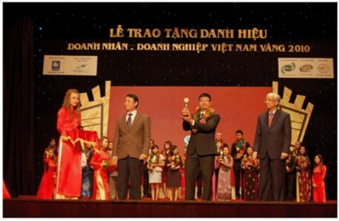 Báo Tiền Phong đưa tin về VINADESIGN: VINADESIGN nhận Cúp Vàng