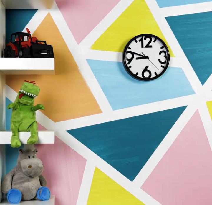 Bức tường với những hình tam giác sắc màu, không gian nhà bạn sẽ thật sống động