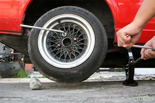 Hướng dẫn thay lốp ô tô cho người mới mua ô tô (7)
