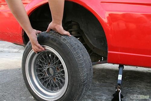 Hướng dẫn thay lốp ô tô cho người mới mua ô tô (9)