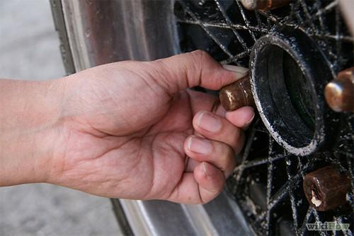Hướng dẫn thay lốp ô tô cho người mới mua ô tô (11)