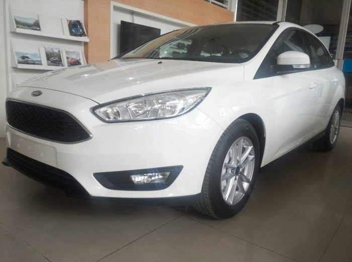 So sánh sự khác nhau của Ford Focus phiên bản sedan và Ford Focus phiên bản hatchback(3)
