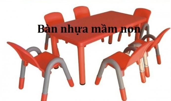 Với kinh nghiệm nhiều năm sản xuất và phân phối các sản phẩm bàn ghế cho các trường mầm non, mẫu giáo. Chúng tôi tự tin các sản phẩm bàn ghế mầm non cao cấp của chúng tôi là sản phẩm tốt nhất trên thị trường thiết bị mầm non. Trên thị trường xuất hiện rất nhiều loại sản phẩm bàn ghế mầm non Việt Nam với giá thành thấp, tuy nhiên vì lợi nhuận một số khách hàng không được tư vấn kỹ càng đã mua phải những sản phẩm kém chất lượng.  Lựa chọn bàn ghế mầm non như thế nào ?    Hiện nay trên thì trường có rất nhiều loại ghế trẻ em không rõ nguồn gốc xuất xứ cũng như chất lượng nhựa, độ an toàn, độ bền màu sắc …  Sản phẩmdo công ty Việt Mỹ cung cấp luôn được các khách hàng đánh giá là sản phẩm đẹp về mẫu mã, bền về màu sắc, đặc biệt là sử dụng chất liệu nhựa an toàn cho người sử dụng. Hãy liên hệ cho chúng tôi để được tư vấn những sản phẩm ghế nhựa tốt nhất.  Ưu điểm nổi bật của Bàn ghế mầm non tại công ty Việt Mỹ  Ghế nhựa mầm non bằng nhựa có các kích thước khác nhau phù hợp với lứa tuổi trẻ mầm non gồm 2 loại : Loại cao 26cm, loại cao 28cm Bàn ghế nhựa cho bé mầm non có thể sử dụng trong các trường mẫu giáo của Việt -Nam phù hợp với lứa tuổi trẻ đi mẫu giáo từ 2 - 5 tuổi. Bàn ghế nhựa cho bé mầm non có chất liệu bằng nhựa nên rất nhẹ nhàng dễ vận chuyển và đi chỗ khác. Ghế được đúc đặc nên rất chắc chắn và ngồi rất thoải mái. Bàn ghế nhựa cho bé mầm non có nhiều màu sắc: đỏ, vàng, xanh lá cây, xanh lam. Bàn ghế nhựa cho bé mầm non này đã được đánh thuế và kiểm định chất lượng. Chất liệu nhựa đúc nhập khẩu, mẫu mã đa dạng, màu sắc tươi sáng bắt mắt. Sản phẩm bàn được đóng hộp có thể vận chuyển đi xa. Tại sao nên mua bàn ghế mầm non tại công ty Việt Mỹ?    Tiên phong trong việc sản xuất đồ chơi trẻ em, thiết bị mầm non đặc biệt là các sản phẩm bàn ghế trẻ em cao cấp. Khi các sản phẩm bàn ghế trẻ em bằng nhựa còn khá xa lạ, đặc biệt là nhựa cao cấp như poly propylen dường như không có trên thị trường, chúng tôi đã đầu tư dây chuyền sản xuất, tìm kiếm đối tác nước ngoài để nhậ