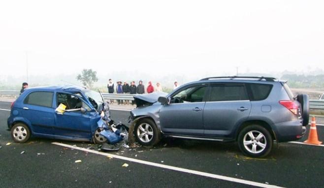 kỹ năng thoát hiểm khi gặp tai nạn xe hơi