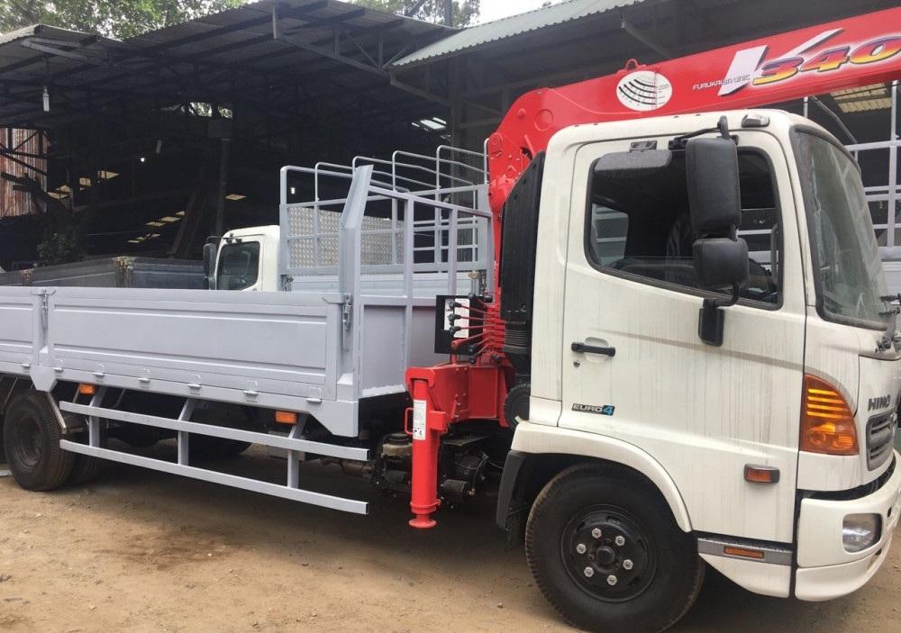 Giá xe tải gắn cẩu Hino 6t cẩu unic 3 tấn 4 khúc