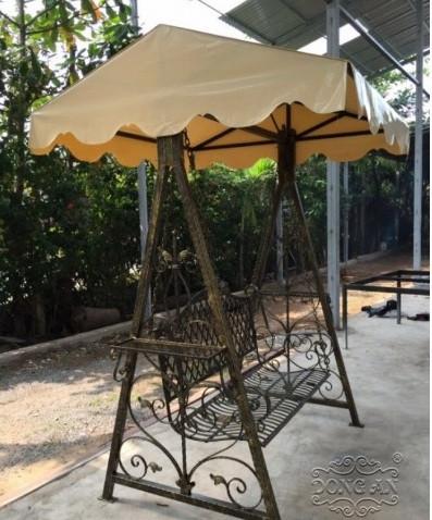 Mẫu xích đu sắt nghệ thuật đẹp cho sân vườn