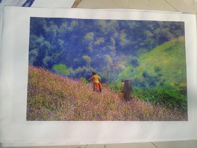 Em bé vùng cao xinh xắn - khung cảnh núi rừng tây bắc hùng vĩ - in tranh canvas khổ lớn, mực nước tại In Kỹ Thuật Số