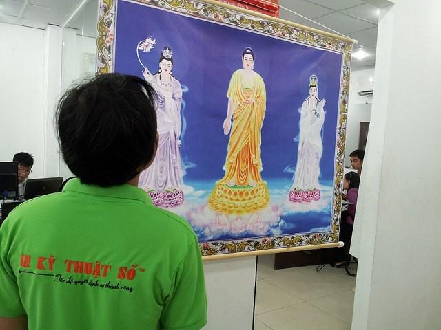Tranh canvas được đóng nẹp hai đầu, treo tranh canvas theo truyền thống châu Á