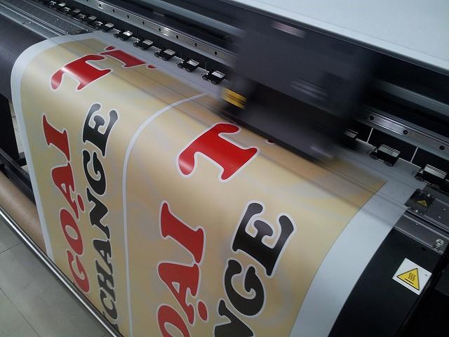 In backlit film hộp đèn mini - in backlit film mực dầu trên máy Nhật hiện đại